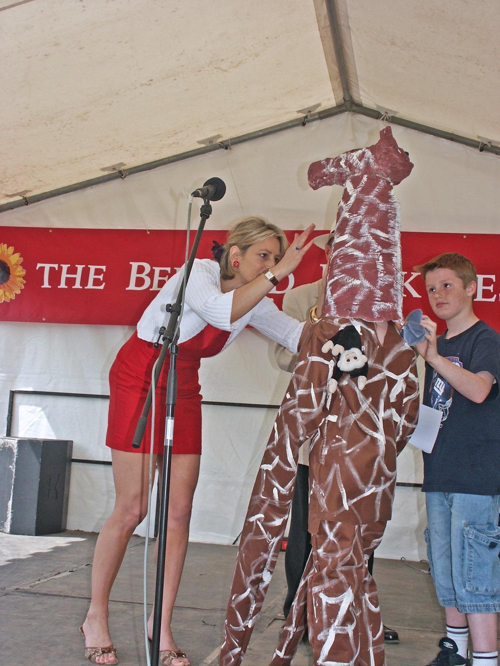 Emily Maitlis and giraffe