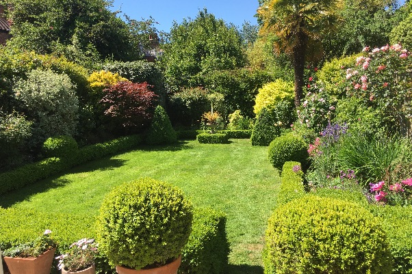 This year's Bedford Park Open Gardens will take place in person on Sunday June 27.